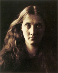 My_niece_Julia_full_face,_by_Julia_Margaret_Cameron.jpg
